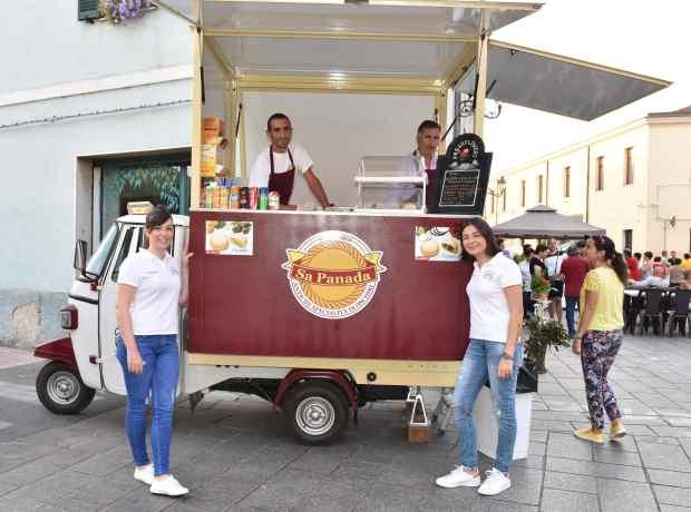 06-Martina e Valentina Meloni con l'Ape Car Street Food